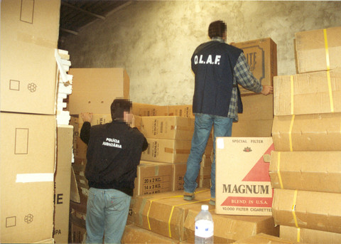 Warehouse inspection in Portugal in 2003, before the agreement with PMI went into force (Photo: European Commission)